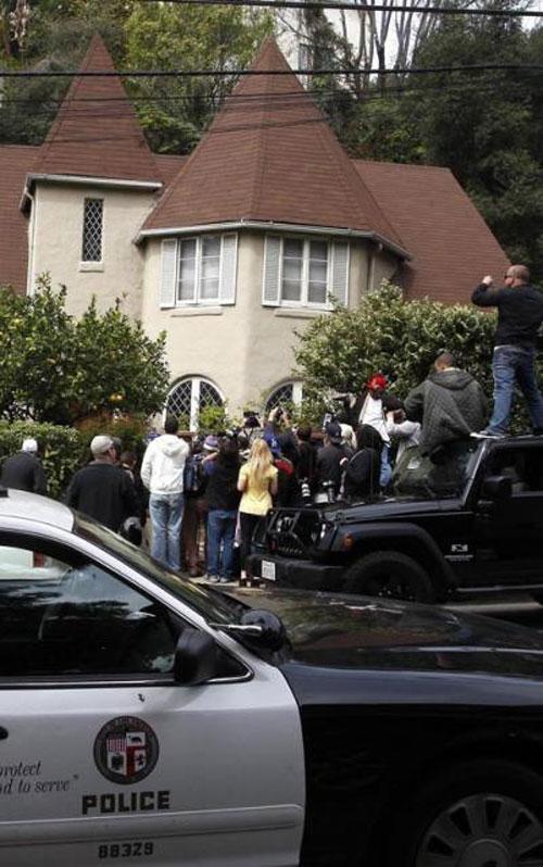 ЧП произошло в доме диджея Саманты Ронсон, которая уже более года находится в серьезных отношениях с актрисой Линдсей Лохан.